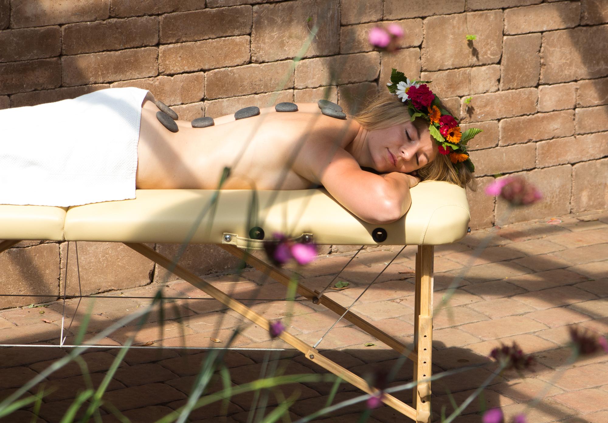 Masáž lávovými kameny v Terapii Monika